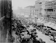 Looking west on South Water Street, Chicago, crowded with horse-drawn wagons and motor trucks filled with produce for market, Apr. 1915.