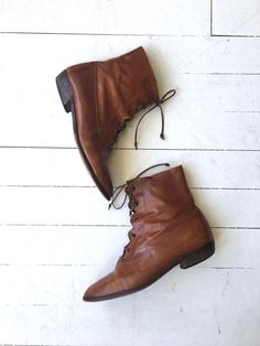 Vintage 1980s cognac leather ankle boots with open/corset style lacing, slightly pointed toe and angled wood heel.  --- M E A S U R E M E N T S ---  womens size: us 9.5 | euro 41 | uk 7 insole: 10.75 ball: 3.5 heel: 1.5 shaft height: 7 brand/maker: Clarus | made in Italy condition: excellent  ➸ more vintage footwear http://www.etsy.com/shop/DearGolden?section_id=5800174  ➸ visit the shop http://www.DearGolden.etsy.com _____________________  ➸ blog ...