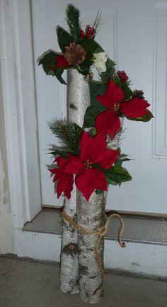 Tutorial for birch log vases Christmas Log, Christmas Planters, Merry Christmas Sign, Christmas Wreaths, Christmas Crafts, Decoration Branches, Birch Tree Decor, Log Decor, Winter Floral Arrangements