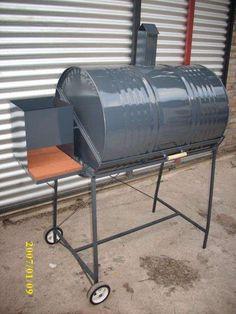 Fabricamos asadores de tambor con parrilla listos para usar. Homemade Grill, Diy Grill, Barrel Grill, Bbq Wood, Outdoor Cooking Area, Barbecue Pit, Barrel Projects, Diy Welding, Lawn Furniture