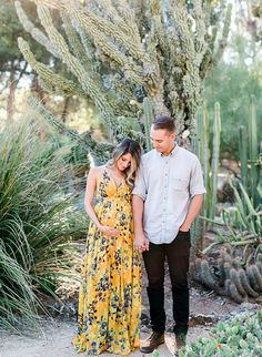 This cactus garden maternity session will take you through a desert wonderland and have you swooning all the while! The parents-to-be dote on their little nugget while wandering through Stanford's dreamy botanical garden! Maternity Poses, Maternity Portraits, Maternity Pictures, Spring Maternity, Sibling Poses, Maternity Wear, Pregnancy Looks, Pregnancy Photos, Pregnancy Fashion