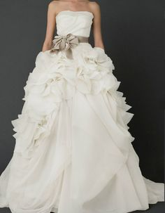 vera wang hayley wedding dress | Last edited by judest; 09-24-2012 at 12:21 PM .