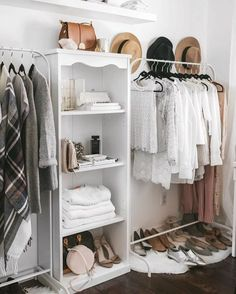 Monday closetspo ✔️ #inspiration #interiordesign #interiordecor #interior #decor #decoration #homedecor #homedesign #homedecoration #closet #closetgoals #closetorganization #dreamcloset #wardrobe #instahome #scandinaviandesign #scandinavianstyle #scandinavianhome