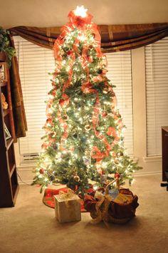 A Christmas tree that focuses your heart on Christ. Via DesiringVirtue.com