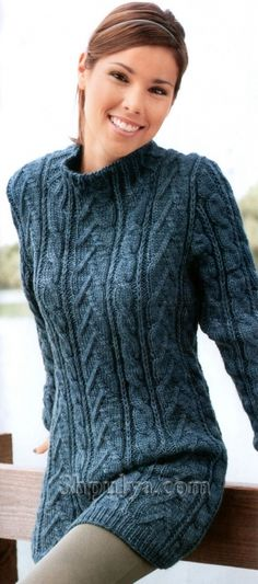 Длинный узорчатый пуловер спицами