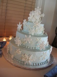 winter birthday cakes for kids | 13 Winter White Snowflakes on Blue Wedding Cake