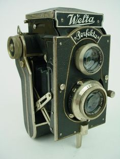 Vintage Welta Perfekta Folding TLR Camera w 7 Meyer Lens 120 Film Antique Cameras, Vintage Cameras, Photography Camera, Vintage Photography, Twin Lens Reflex Camera, 120 Film, Classic Camera, Retro Camera, Best Camera