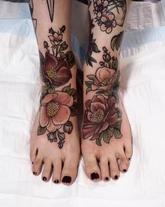 Top view of the this pair I did for Simone. Simone has lots of amazing tattoos b. - Top view of the this pair I did for Simone. Simone has lots of amazing tattoos by me and so many ot - Tattoos For Women Flowers, Beautiful Flower Tattoos, Foot Tattoos For Women, Baby Tattoos, Leg Tattoos, Body Art Tattoos, Cute Foot Tattoos, Stomach Tattoos, Full Sleeve Tattoos