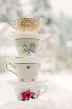 pretty....might use for the winter tea I'm planning for my volunteers invitation