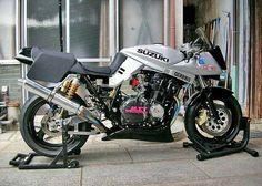 Street Fighter Motorcycle, Retro Motorcycle, Suzuki Motorcycle, Moto Bike, Motorcycle Paint, Suzuki Bikes, Suzuki Cafe Racer, Suzuki Superbike, Custom Street Bikes
