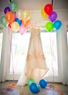 Up wedding - dress with balloons