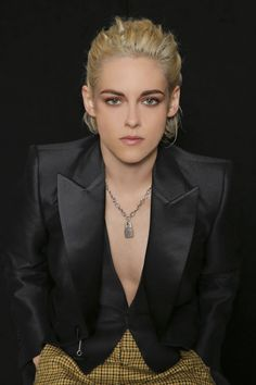 A l'occasion de la press junket de Personal Shopper lors du Festival du Film de New York [NYFF 2016], Kristen a réalisé un portrait pour T...