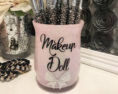 Make-up Pinselhalter-SMALL-Make-up Doll-Blush Pink Glitter - Christmas Deesserts Diy Makeup Gift Box, Makeup Brush Holders, Makeup Box, Makeup Stuff, Glitter Jars, Glitter Crafts, Pink Glitter, Glitter Paint, Makeup Jars
