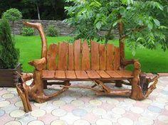 Ten, kto má rád drevené výrobky sa určite poteší týmto inšpiráciám na lavičky. Jedna z nich má dokonca historický pôvod, keďže pochádza zo stromu spred 600 rokov.
