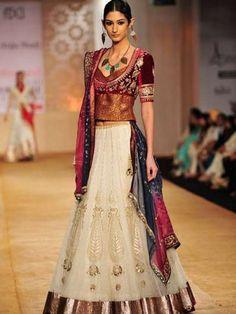 Browse through Anju Modi Indian wedding dresses and lehenga collection at MyShaadi. Find the perfect wedding dress by Anju Modi Indian Fashion Designers, Indian Designer Wear, Indian Bridal Wear, Indian Wear, Ethnic Fashion, Asian Fashion, India Fashion Week, Fashion Weeks, Indian Dresses