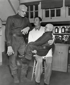 James Arness with two friends off camera on the set of the film The Thing Sci Fi Horror Movies, Sci Fi Films, Classic Horror Movies, Scary Movies, Old Movies, Great Movies, Famous Movies, Horror Art, Fiction Movies
