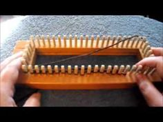 How To Do The Drop Stitch On A Loom - YouTube Loom Knitting Stitches, Knifty Knitter, Loom Knitting Projects, Knitting Videos, Knitting Yarn, Loom Yarn, Loom Weaving, Loom Flowers, Metallic Scarves