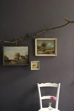 Kiracıysanız duvarı delmeden tablo asmanın en güzel ve göz alıcı yolu.