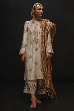 Ivory pure raw silk classic kurta with ganga jamni in zardozi paired with a zardozi cutwork izaar. Walima Dress, Pakistani Formal Dresses, Pakistani Dress Design, Pakistani Kurta, Indian Dresses, Anarkali, Pakistani Fashion Party Wear, Pakistani Wedding Outfits, Boho Fashion