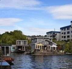Seattle Floating Home Tour offers a glimpse of life on the water Water House, Boat House, My House, Floating Architecture, Architecture Design, Seattle Washington, Washington State, Houseboat Living, Floating Homes