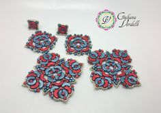 Giuliana Verdelli, my Alhambra earrings, second version, in blue and red, created with Arcos, Minos, Ios par Puca and Seed Beads. My design, my pattern on Etsy. 2017.