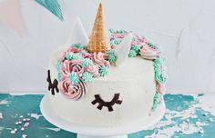 Yksisarviskakku Raw Food Recipes, Sweet Recipes, Cake Recipes, Raw Cake, Raw Chocolate, Pink Parties, Gorgeous Cakes, Cake Decorating, Sweets