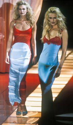 Atelier Versace Runway Show Fashion Killa, 90s Fashion, Runway Fashion, High Fashion, Fashion Show, Vintage Fashion, Fashion Outfits, Fashion Design, Milan Fashion