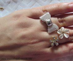 Anel de lacinho prata e anel de flores