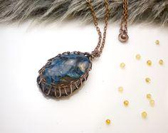 Najkrajší darček,  drôtený, tepaný a patinovaný medený šperk, drôtikovaný prívesok s minerálom, šperky s kameňom, blog od Zirnitra so špekami z minerálov.