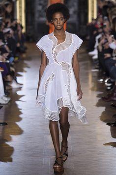 Summer dress silouettete. Stella McCartney Spring 2016 Ready-to-Wear Fashion Show - Karly Loyce (Women)