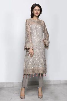 Fashion design dress style haute couture Ideas for 2019 Pakistani Fashion Casual, Pakistani Outfits, Ethnic Fashion, Asian Fashion, Indian Outfits, Bollywood Fashion, Pakistani Party Wear, Bollywood Saree, Fashion Tv