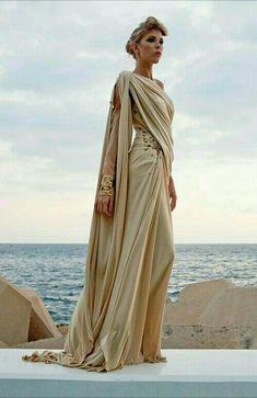 Grecian-style witch's robes (Edward Arsouni) Pretty Dresses, Beautiful Dresses, High Fashion, Womens Fashion, Spring Fashion, Fantasy Dress, Fantasy Art, Mode Inspiration, Costume Design