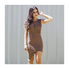 Já pensou na produção perfeita para curtir a noite de sexta? Assimetria + decote com amarrações + suede é nossa escolha favorita! ❤️ #fashion #moda #love #style #itgirl #shoponline  Compre via whatsapp: (31) 97543-8003 (31) 99374-4733  #lojabySiS  www.lojabysis.com.br