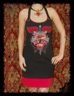 This gorgeous Bon Jovi shirt features my signature halter dress design! I started with a licensed Men´s T-shirt and hand cut it to a feminine