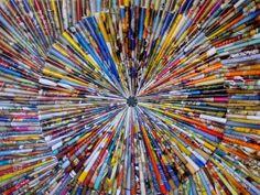 Tijdschriften over? Maak er een kunstwerk van. Papieren pijltjes op canvas. Inspirerend!