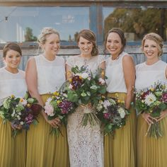 Bridesmaid separates - mustard yellow maxi skirts and white tops. Love this look! Photo: John Benavente