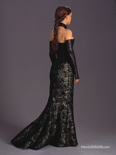 A gallery of Star Wars: Episode II - Attack of the Clones publicity stills and other photos. Featuring Natalie Portman, Hayden Christensen, Ewan McGregor, Temuera Morrison and others. Amidala Star Wars, Star Wars Padme, Queen Amidala, Natalie Portman, Padme Costume, Disfraz Star Wars, Star Wars Dress, Star Wars Outfits, Star Wars Costumes