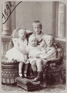 The four eldest children of Grand Duke Konstantin Konstantinovich Romanov of Russia:Princes Ioann, Gavril and Konstantin and Princess Tatiana.A♥W