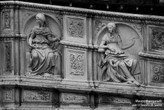 La Fonte Gaia di Tito Sarrocchi (1868): la raffigurazione della Temperanza e della Fede. Foto del Tesoro di Siena su https://www.flickr.com/photos/iltesorodisiena/12307559604/lightbox/