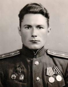 23 апреля 1934 года Постановлением ЦИК Союза СССР и Приказом Народного комиссара путей сообщения № 116/Ц от 29 апреля 1934 года был учрежден знак «Ударнику сталинского призыва».
