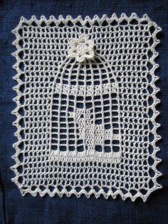 Bird cage doily: free pattern ✿Teresa Restegui http://www.pinterest.com/teretegui/✿