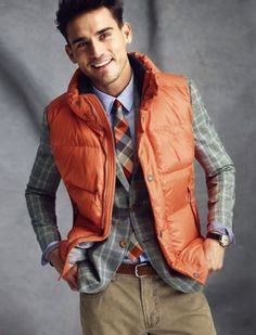 Luxury Vintage Madrid offers you the best selection of contemporary and vintage clothing in the world. Dapper Gentleman, Gentleman Style, Viernes Casual, Best Dressed Man, Preppy Style, Men's Style, Style Men, Elegant Man, Suit And Tie