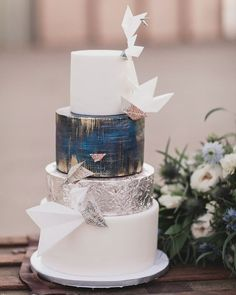 42 Eye-Catching Unique Wedding Cakes ❤ unique wedding cakes layer blue with metallic effect paper airplanes heather elizabeth photography #weddingforward #wedding #bride Metallic Wedding Cakes, Unique Wedding Cakes, Unique Weddings, Beautiful Cakes, Amazing Cakes, Cake Shapes, Couture Cakes, Cake Art, Perfect Wedding