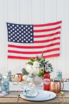 Eden Passante shares entertaining ideas for creating a charming of July party. From blueberry cheesecake ice cream to charming details! 4th Of July Cocktails, 4th Of July Desserts, Fourth Of July Decor, 4th Of July Party, July 4th, Patriotic Party, Patriotic Decorations, Table Decorations, Patriotic Crafts