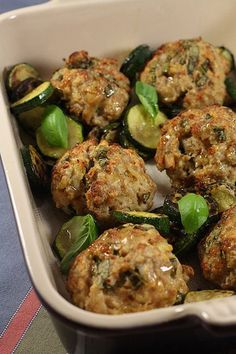 Veal meatballs with basil - __ P l a t s d ' i c i e t d ' a i l l e u r s __ - Meat Recipes Healthy Eating Tips, Healthy Nutrition, Healthy Cooking, Brunch Outfit, Meat Recipes, Cooking Recipes, Healthy Recipes, Healthy Meals, Minced Meat Recipe