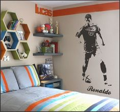Figuring out teenage bedroom decorating ideas can be a big task for adults. Teenage bedrooms should look fresh, clean and … Preteen Boys Room, Boys Football Bedroom, Football Rooms, Kids Wall Decor, Boys Room Decor, Boy Room, Soccer Room Decor, Boy Decor, Bedroom Themes