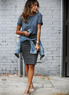 Tシャツ×タイトスカートのコーデ【夏】(レディース)海外スナップ | MILANDA