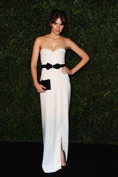 Felicity Jones, vestido strapless Resort 2013 Burberry Prorsum