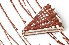 La torta Kinder Cereali è un dolce che si ispira all'omonima barretta. Prepararla è molto semplice ed il risultato è davvero molto goloso