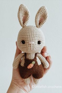 [FREE PATTERN] For the coming Easter (and the quarantine 😂), I decided to make this bunny a free pattern! I'll post the pattern on this… Crochet Mignon, Crochet Bunny Pattern, Crochet Rabbit, Crochet Amigurumi Free Patterns, Crochet Teddy, Easter Crochet, Crochet Bear, Cute Crochet, Baby Knitting Patterns